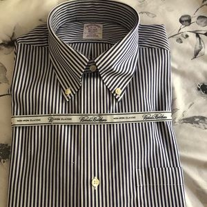 New Men's Brooks Brothers button front shirt